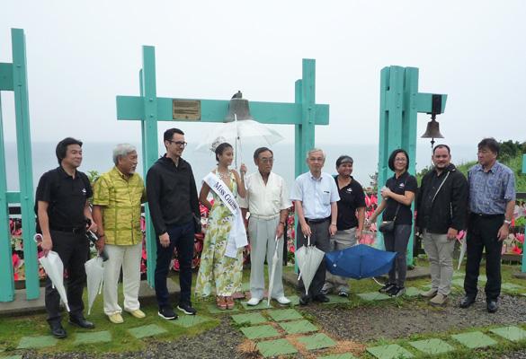 2016年7月26日ミスグアムが恋人岬を訪問